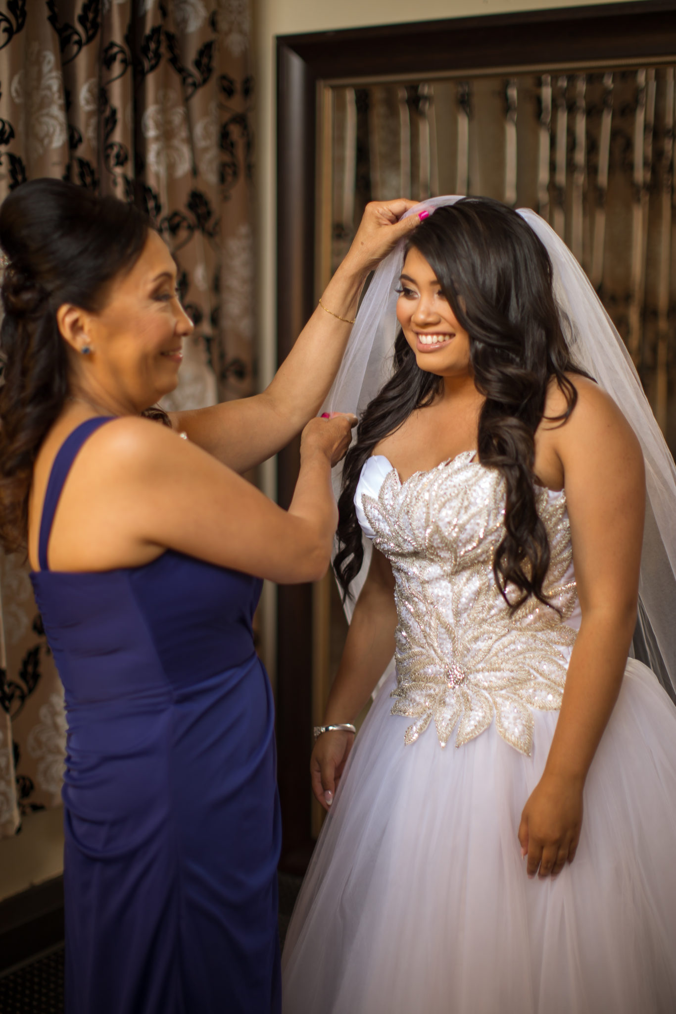 Aleshchenko Ladies getting ready 24 GLAM MONTE CRISTO BALLROOM WEDDING | EVERETT WEDDING PHOTOGRAPHER